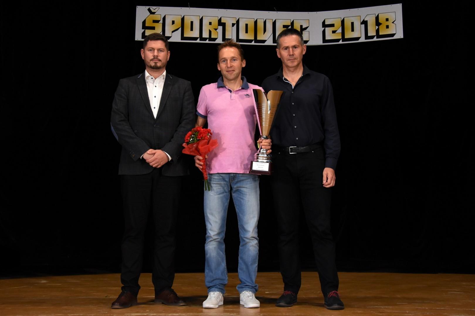 Športovec roka - najlepším športovcom Rajca za rok 2018 stal Rastislav Kalina bývalý hráč a tréner FK Rajec, ktorý sa momentálne úspešne venuje maratónskemu behu a touto cestou mu k jeho oceneniu gratulujeme