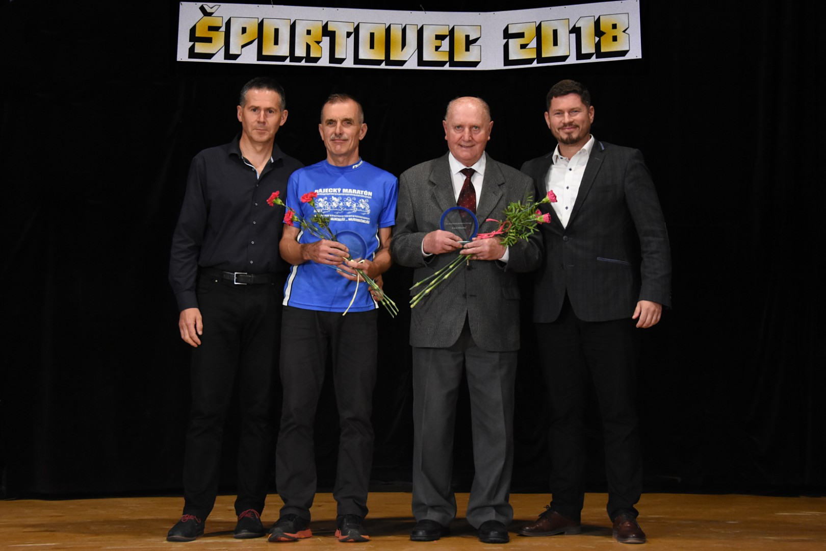 Športovec roka - ocenený za celoživotný prínos futbalovému klubu bol tiež pán Karol Mikolka